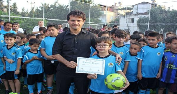 Kozan Belediyespor Futbol Yaz Okulunda sertifika töreni (1)