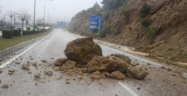 Kozan İlçesini ve Çevresini Yağmur Vurdu İnsanlar Mahsur Kaldı