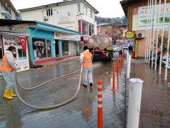 Feke Corona Virüse Karşı Tüm Caddeleri İlaçlı Su İle Yıkadı