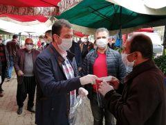 Kozan Kaymakamı Şafak Gürçam Pazar Yerinde Maske Dağıttı