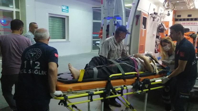 Feke'de Araç 50 Metre Uçuruma Düştü 2 Yaralı