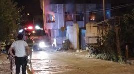 Adana'nın Kozan ilçesinde meydana gelen yangında bir ev yanarak kullanılamaz hale geldi.