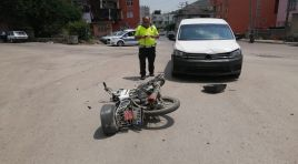 Kozanda Motosikletle Kamyonet Çarpıştı Kasksız Motor Sürücüsü Yaralandı
