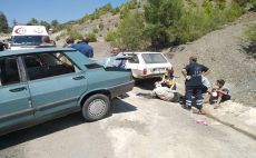 Kozan Feke Yolu İki Araç Kafa Kafaya Çarpıştı 3 Yaralı