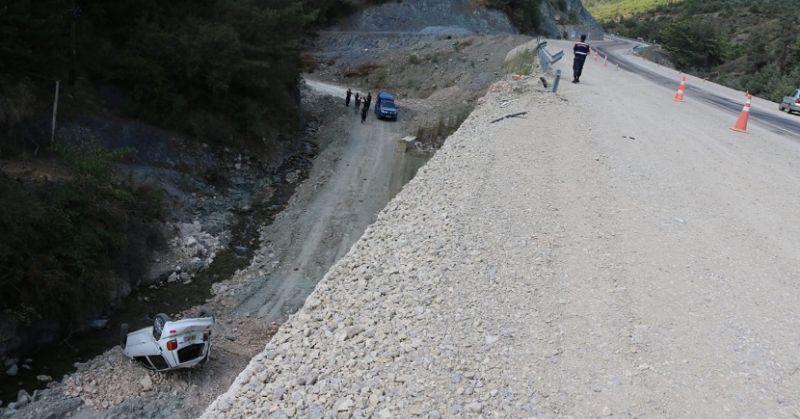 Kozan'da Araç 12 Metrelik Uçuruma Uçtu 1 Yaralı