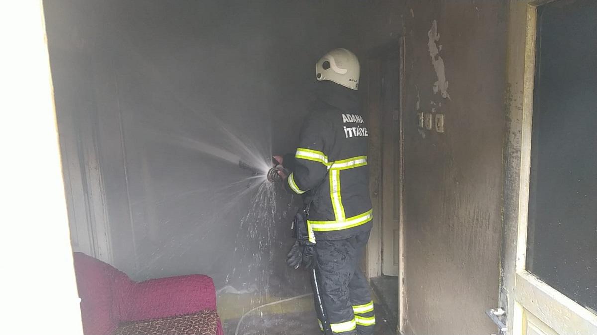 Kozanda Ev Yangını Ev Kısmen Kullanılamaz Hale Geldi