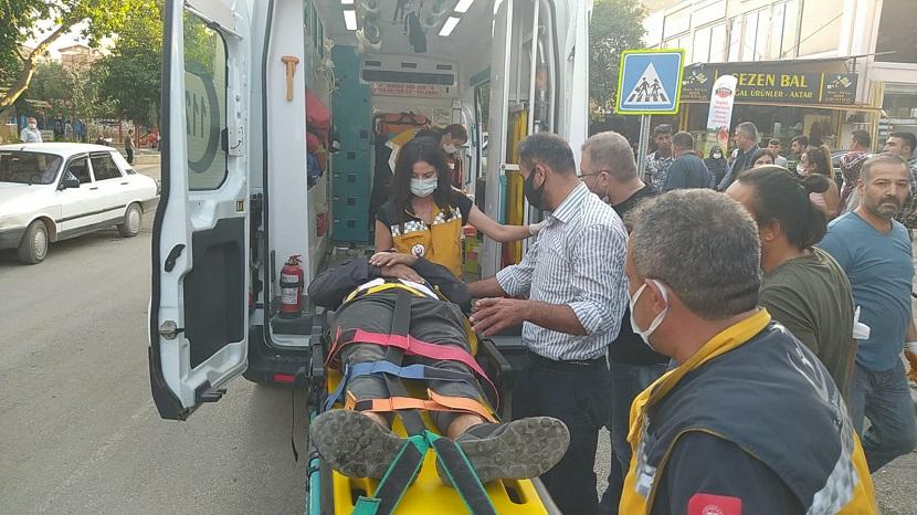 Kozanda Trafik Kazası Kasksız Motor Sürücüsü Yaralandı