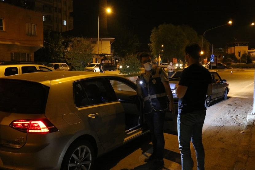 Kozanda Yapılan Huzur Uygulamasında 8 Araç Trafikten Men Edildi