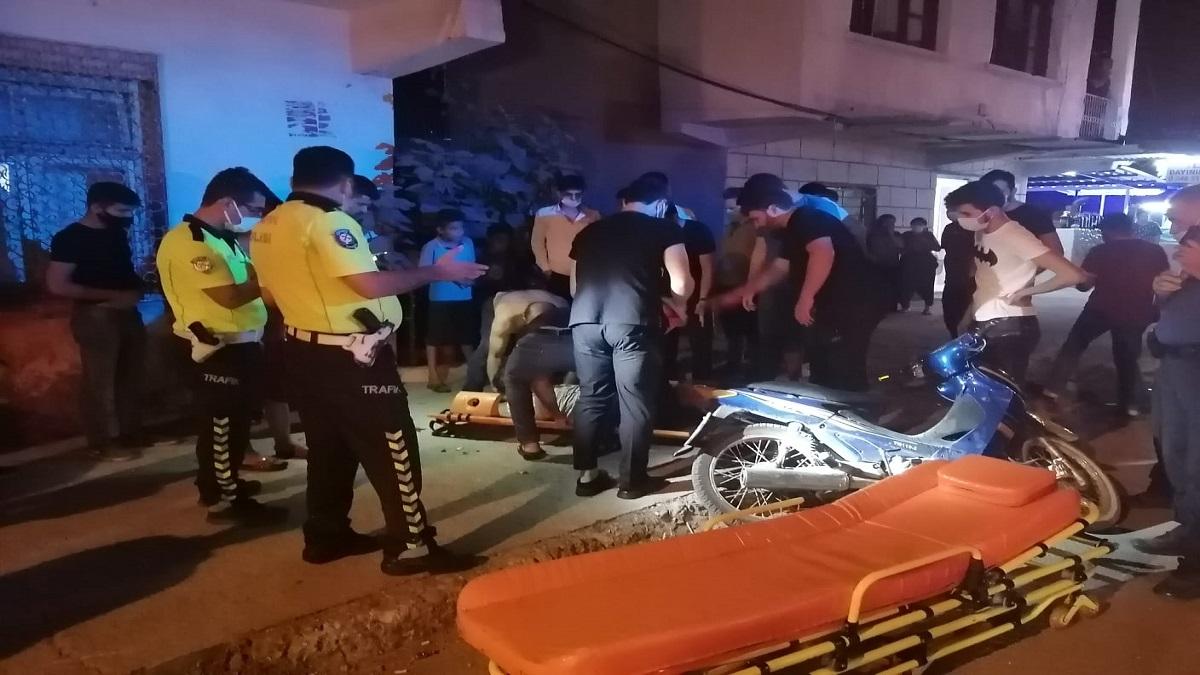 Motosiklet Kaldırımda Bekleyen Gence Çarptı 2 Yaralı
