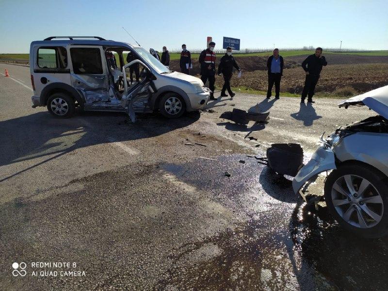 İmamoğlu'nda Trafik Kazası 2'si Ağır 3 Yaralı