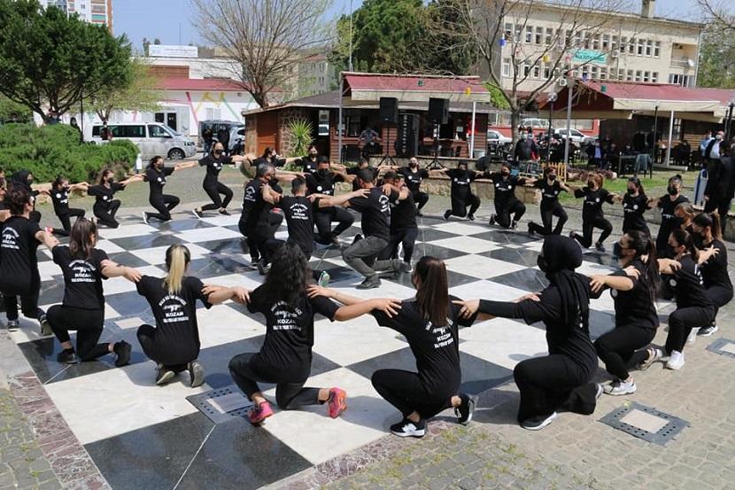 Kozan HEM Halk Oyunlarından Türk Polisine Sürpriz