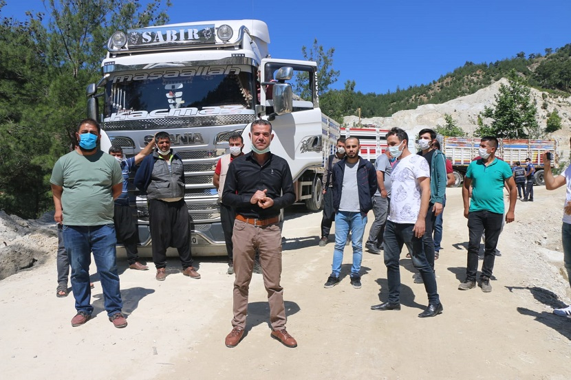 Feke'de Kamyoncular Kooperatifi Üyeleri İsyanda