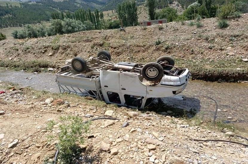 Feke'de Trafik Kazası Aynı Aileden 5 Kişi Yaralandı