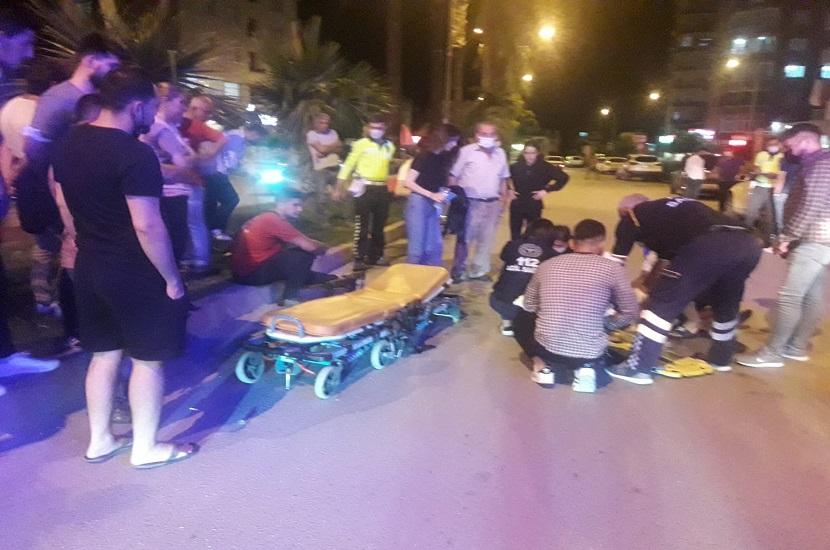 Kozan'da Motosiklet Yayaya Çarptı 2 Yaralı
