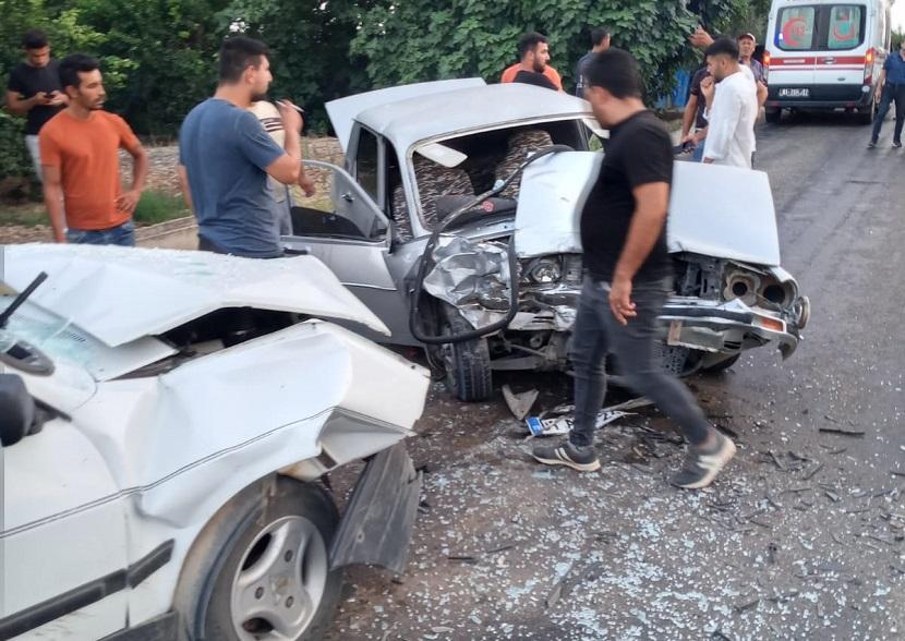 Kozanda  İki araç Kafa Kafaya Çarpıştı 2 Yaralı