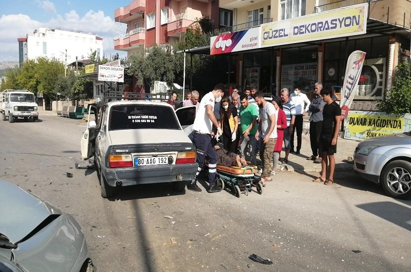 Kozanda Trafik Kazası 2 Yaralı